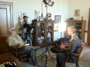 TPT Producer Jeff Weihe (pronounced Y) talks to Duluth Mayor Don Ness